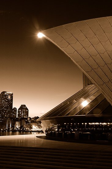 Bennelong - Bennelong Restaurant at the Sydney Opera House in sepia mode (Gino Iori 2008)