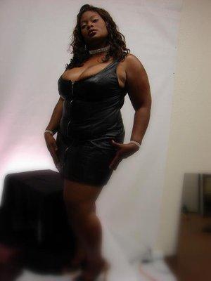 Black full figured models pictures