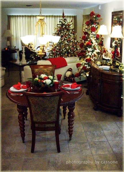 Home for the Holidays - Decorations and Designs by Paul Miller, AIFD and Bob Drews. (photo by Antonio Cassone)