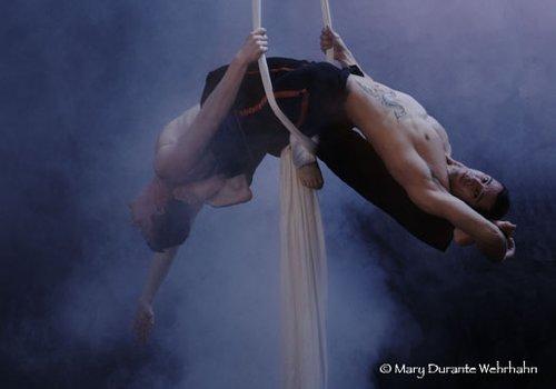 strength & balance - Jene Youtt - lighting design (© Mary Wehrhahn Wehrhahn)