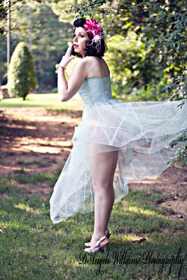 Outdoor Pin-Up A Outdoor Pin-Up Session