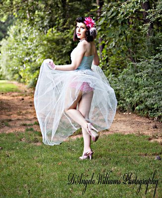 Pin-Up Outdoor Pin-Up Photo Session