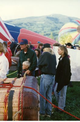 Goldie Hahn & Kurt Russell family Goldie Hahn, Kurt Russell, Kate Hudson, Wyatt Russell at 1992 Snowmass balloon festival.
