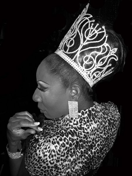 Crown Shot No. 37 Diva Kingsley from Female Impersonator of the Year 2009 Pageant http://www.youtube.com/cassone2007