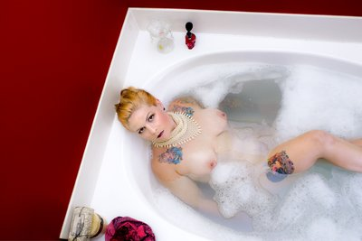 Shannon in the Tub Stylish nude in a tub